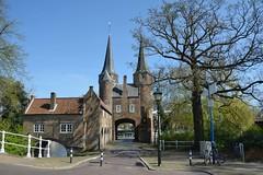 Oostpoort (Mary Berkhout) Tags: maryberkhout oostpoort delft poort torens gebouw lantaarnpaal weg boom water architectuur stadspoort rijksmonument