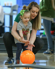 2018_Zoey_Bowling-26 (Mather-Photo) Tags: 2018 andrewmather andrewmatherphotography bowling candid canon children environmentalportraits family girl gladstonebowl green indoors inside kansascityphotographer matherphoto neice people photography portrait saturday sports sportsphotography stpatricksday zoeygrace zoeymccracken child cute fun kid