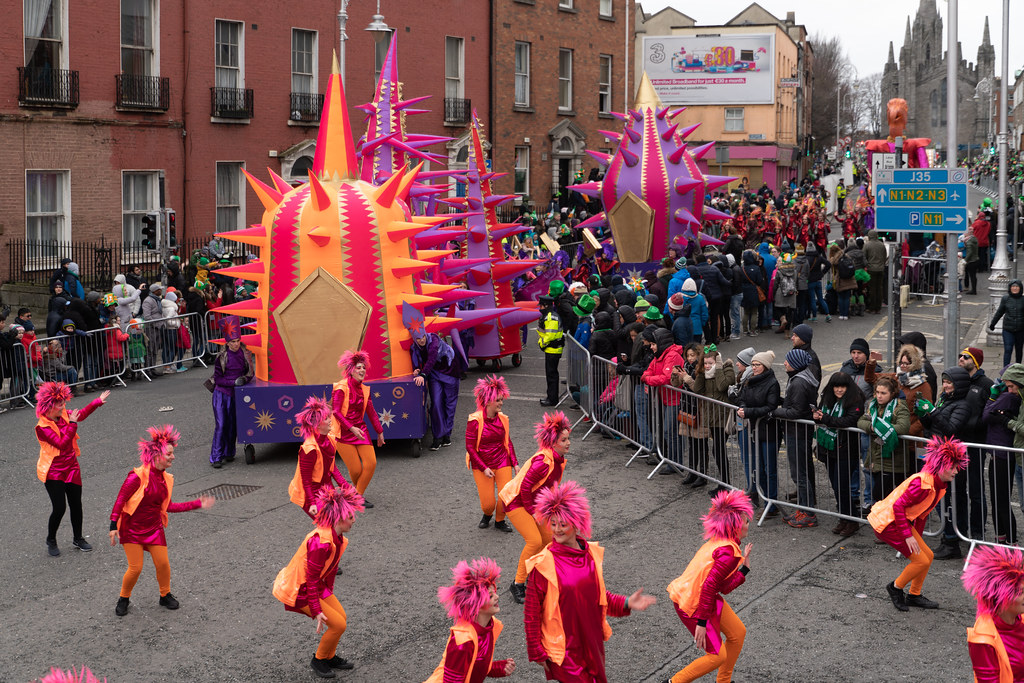 SPIKY TRIBE BY THE INISHOWEN CARNIVAL GROUP [DUBLIN PARADE 17 MARCH 2018]-137734