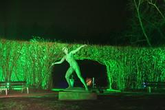 Throw baby throw (Chronur) Tags: essen gruga parkleuchten speerwerfer statue ruhrarea ruhrdistrict javalin licht nacht