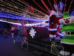 Santa and Helpers (BunnyHugger) Tags: bugsbunny christmas float mexico parade santaclaus sixflags sixflagsmexico sylvester