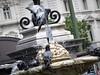 Hora del baño (Lola Lopez Nuñez) Tags: palomas fuente agua calor agosto madrid