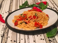 Spaghetti with cherry tomatoes and garlic oil (Our family menu) Tags: pastaspaghettitomatoesitaliancookingathome cookingtime cool daily diet dinner dinnerideas dinnertonight eat familydinnertime familyfood follow followme food foodblog foodgram foodlover health homecooking homemadefood hungry incredible instafood love lovetocook lunch meal moist nice nutrition onmytable
