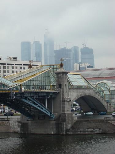 Вид на Москва-Сити и пешеходный мост ©  ayampolsky