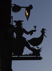 Enseigne avec un oie (maxence.scherf) Tags: enseigne sign ferforgé wroughtiron marchanddevin vintner vin wine silhouette homme man verre glass oie goose paris