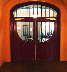 Welcome at Münchner Kammerspiele (Rosmarie Voegtli) Tags: muenchen munich münchnerkammerspiele mk theatre theater architecture architektur door türe porte porta entry eingang