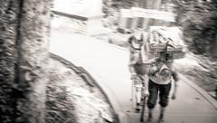 Making A Living Is Not Easy - Chengdu, China (成都, 中國) (dlau Photography) Tags: chengdu china 成都 中國 teahouse 茶馆 茶館 tough 艱苦 艰苦 travel tourist vacation visitor people lifestyle life style sightseeing 游览 遊覽 trip 旅遊 旅游 local 当地 當地 city 城市 urban tour scenery 风景 風景 weather 天氣 天气 中国 monochrome 單色 单色 black white blackandwhite 黑白 黑 白 topofmountain 山顶 山頂 makingaliving 謀生 谋生