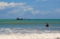 meu Brasil brasileiro... (Ruby Ferreira ®) Tags: sea tourist boat barcos praiaoceânica oceanicbeach clouds waves ondas