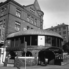 Tidbloms (rotabaga) Tags: sweden sverige svartvitt blackandwhite bw bwfp göteborg gothenburg lomo lomography lubitel166 twinlens fomapan mediumformat mellanformat 120