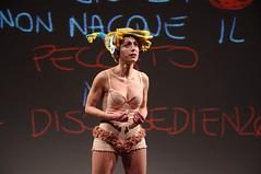 IMGP4908 (i'gore) Tags: montemurlo teatro fts salabanti fondazionetoscanaspettacolo donna donne libertà felicità ritapelusio satira ironia marcorampoldi pemhabitatteatrali