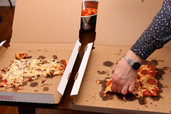 Middle Slice 🍕 (Josh Koonce) Tags: pizza slice pizzabox tavernstyle chicago za grab pepperoni