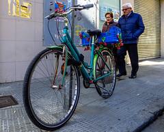 Spring SalaBiKE (81/365) (Walimai.photo) Tags: bike bici bicicleta bicycle salamanca españa spain flower flor green verde spring primavera couple candid portrait robado retrato street calle lx5 lumix panasonic