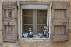 Naïvetés (RarOiseau) Tags: fenêtre village alpesdehauteprovence saintetiennelesorgues saariysqualitypictures v2500