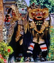Bali, Lion Barong (gerard eder) Tags: world travel reise viajes asia southeastasia indonesia bali barongdanc folklore people peopleoftheworld outdoor