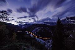 Ruinaulta, Rheinschlucht, Surselva, Graubünden, Schweiz (graubuenden.bilder) Tags: versam kantongrgraubã¼ndengraubuendengrisonbã¼ndnerland schweizsuisseswitzerlandsvizzra bezirksurselva surselvabã¼ndneroberland isladavosbonaduz tourismustourism ausflugsortausflug holidayferientourismevacance reisen tourismusort aussichtspunktaussicht ausblickãbersicht aussichtsplattform scenic dynamikdynamisch langzeitbelichtung lichtspurenleuchtspurenlichtstreifenleuchtstreifenlangzeitbelichtung naturnature lichtstimmungen abend abenddã¤mmerung abendhimmel abendstimmung eindunkeln stimmung dã¤mmerung landschaftlandscape alpenalpinealps bergbergemountainmountainsmontagnemontagnes bergsturz bergsturzgebiet flimserbergsturz steinschlag felssturz ruinaultarheinschluchtruinaultaerosiongrandcanyonruinas schlucht flusslandschaft herbst flimsersteincrapdaflem rhã¤tischebahnrhbbahn eisenbahnrailwayrailwaystrainchemindefer churdisentis verkehr ãffentlicherverkehrãv