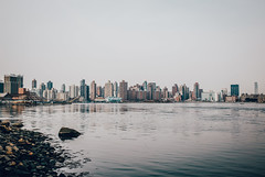 \__S_k_y_l_i_n_e__/️ (0sire) Tags: water eastriver newyorkcity nyc overcast astoria queens manhattan rooseveltisland uppereastside skyline cityscape
