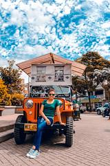 Anyenis en Marinilla Medelín (jhonpmejia) Tags: marinilla colombia sky orange tile foto woman street plaza antioquia medellin paisaje