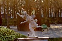 466 Paris en Février 2018 - dans le Jardin des Tuileries (paspog) Tags: paris france février februar february 2018 jardindestuileries tuileries parc park statue sculpture