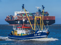 APL Vanda & SK-42 (U. Heinze) Tags: cuxhaven nordsee norddeutschland elbe olympus ship schiff