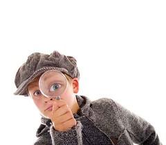 Junger Sherlock Holmes (cfdtfep) Tags: kind teenager lupe detektiv untersuchen forschen neugierig neugierde auge vergrerung vergrern sherlock holmes kappe mtze baskenmtze blick ansehen intelligenz intelligent schler schule forschung interesse interessiert gro groes blond junge jugend jugendlicher forscht mantel detektei privatdetektiv untersuchung spion spionieren spanner spannen isoliert freigestellt freisteller blaue augen blau jung lustig witzig nerd