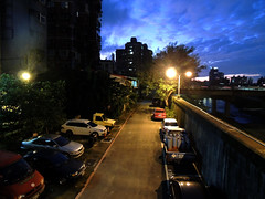 DSCN4376 Riverside by Night (tsuping.liu) Tags: outdoor organicpatttern atmospher abigfave amazing bright cloud colorofsky city depthoffield depth dusk deptoffield ecology feeling flickr image imagination its lighting sky skylight like landscape moment mood memory perspective pattern photographt passion painting photoboder exquisitesunsets recalling refrection sunset skyline texture trekking touching twilight theperfectphotographer tree text twilifgt visioionoutdoor lamplight street car parking morment
