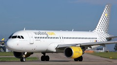 EC-LOC (AnDyMHoLdEn) Tags: vueling a320 egcc airport manchester manchesterairport 23l