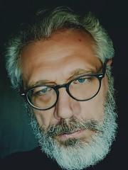 2018-03-19_05-34-37 (nonsolopentax) Tags: autoritratto sfondonero occhiali occhiazzurri grigio bianca barbabianca