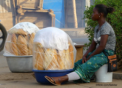 Baguettes françaises, Tscharé, Togo (Sekitar) Tags: westafrika west africa ouest afrique togo tschare village baguettes bread marché market
