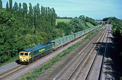 66555 Souldrop (Gridboy56) Tags: freightliner freight europe england diesel wagons cargo liner containers locomotive locomotives london cricklewood forders bedfordshire uk trains train railways railroad railfreight 6c51 66555 souldrop