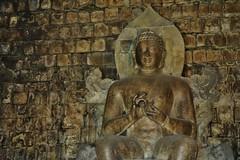 """INDONESIEN; JAVA , buddh. Tempelanlage Candi Mendut( Buddha-Statue ), 17272/9793 (roba66) Tags: candimendut buddhastatue tempel temple buddhismus reisen travel explorevoyages urlaub visit roba66 asien südostasien asia eartasia """"southeastasia"""" indonesien indonesia """"republikindonesien"""" """"republicofindonesia"""" indonesiearchipelago inselstaat java tempelanlage yogyakarta """"mahayanabuddhismus"""" """"buddhisttemple"""" buddha relief statue bauwerk building architektur architecture arquitetura kulturdenkmal monument fassade façade platz places historie history historic historical geschichte gold"""