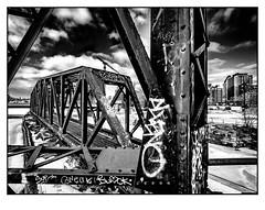 Vieux pont tournant et pont ferroviaire du Canal de Lachine (francis_bellin) Tags: 2018 urbex olympus vieuxponttournantetpontferroviaireducanaldelachine rouille monochrome pontwellington blackandwhite fer neige glace montréal noiretblanc froid rails pont