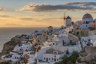 *Oia/Santorini @ golden hour*
