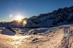 Monte Rosa (valentinaquattrini) Tags: sunset mountain cervina monterosa photos nature montagna cielo sole neve tramonto colori freddi moutain mist cima di alpi catena montuosa italian mountains photo wildlifephotography rime ice snow ghiaccio canon eos d100 raggi