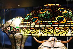 Tiffany Glass collection: Peacock (Can Pac Swire) Tags: usa us unitedstates america american newyork city manhattan upperwestside museum historical society 170 centralparkwest tiffany glass lamp lampshade collection dregonneustadt peacock vibrant colorful colourful 2018aimg7426 stained louis comfort