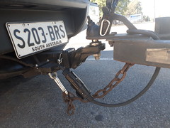 Dangerous Trailer Safety Chain - March 2018 (RS 1990) Tags: dangerous trailer safetychain carabiner clip australia southaustralia teatreegully holdenhill march 2018