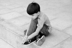 Impaciência (tatiana barthem) Tags: menino blackandwhite monocromatico children rio brazil