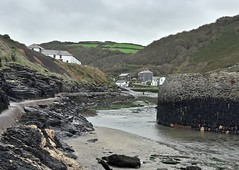 Boscastle Harbour - The other side (Kevin Pendragon) Tags: wall stone hard seaweed sand sea salt outdoors hills valley buildings green brown