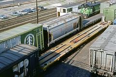 CB&Q Class LO-7 184068 (Chuck Zeiler) Tags: cbq class lo7 184068 burlington railroad covered hopper freight car cicero train chuckzeiler chz flatcar flat