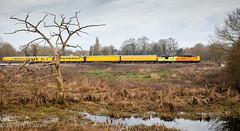 Yellow (Mirrorfinish) Tags: 37254 class37 leamarston warwickshire colasrail train engine locomotive networkrail railway heritagediesel eetype3