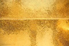 Royal Gold (Luzifr) Tags: bangkok krungthepmahanakhon thailand gold kacheln fliesen tiles goldleaf buddha buddhismus buddhism tempel temple watphrakaeo watphrasrirattanasatsadaram tempeldessmaragdbuddha chedi stupa watphrakaew grandpalace groserpalast königspalast königstempel wat cetiya chaitya monument religion worship quadrate squares hell bright freundlich pleasant fassade facade sonne sun palast palace architektur architecture architectura bauwerk building gebäude outdoor eyecandy augenweide augenschmaus exotisch exotic reflektion reflexion reflection raster matrix wiederholung repetition spiegelung spiegel mirroring mirror textur texture urlaub vacation vierecke abstrakt abstract light licht canoneos650d