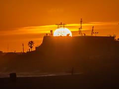POTD 107 (Webtraverser) Tags: 365picturesin2017 beach californiacoast californialiving g85 micro43 ocean pacific pictureaday porthueneme potd2017 seeingsun sunset california unitedstates us