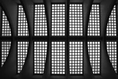 Gare des Guillemins (Liège 2018) (LiveFromLiege) Tags: liège luik wallonie belgique architecture liege lüttich liegi lieja belgium europe city visitezliège visitliege urban belgien belgie belgio リエージュ льеж blackandwhite bnw blackwhite bw blackandwhitephotography noirblanc noiretblanc gare des guillemins railway station sncb santiagocalatrava calatrava contemporary contemporaine lines curves