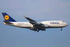 Lufthansa - Boeing 747-430 D-ABVY @ Frankfurt Main (Shaun Grist) Tags: dabvy lh lufthansa boeing 747 jumbo shaungrist fra eddf frankfurt germany airport aircraft aviation aeroplanes airline avgeek