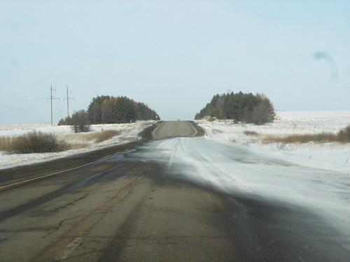 Снег переметает через дорогу ©  ayampolsky
