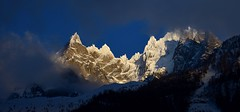 Jeu de lumières - Light show (CHAM BT) Tags: nuage lumiere bleu neige hiver pointe aiguille sommet rocher granite cloud light blue snow winter peak needle summit rock granit chamonix hautesavoie france