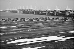 L'Oosterscheldekering (Barrage de l'Escaut oriental), Deltapark Neeltje Jans, Nederland (claude lina) Tags: claudelina nederland hollande paysbas zeelande zeeland barrage plandelta oosterscheldekering barragedelescautoriental éolienne merdunord noordzee