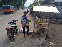 Flores Ende Pertamina Mini 20171206_074415 LG (CanadaGood) Tags: asia asean seasia indonesia indonesian nusatenggara eastnusatenggara nusatenggaratimur sundaislands flores ende people person motorcycle gasstation gasoline scooter tree building canadagood cameraphone 2017 thisdecade color colour safety whmis vehicle