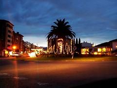 IMG_20131223_181153-1 (LuJaHu) Tags: lugones navidad asturias españa spain calle callejera street arbol plaza