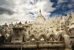 Escalonada (Nebelkuss) Tags: myanmar mandalay asia birmania burma mingun hsinbyumepagoda nubes clouds pagoda budista buddhist budismo buddhism fujixt1 samyang12f2