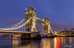 Towers in Blue (AdelheidS Photography) Tags: adelheidsphotography adelheidsmitt adelheidspictures england engeland greatbritain unitedkingdom britain britishisles bridge towerbridge london bluehour blauwuurtje blue evening cityscape citylights thames thamesriver monument